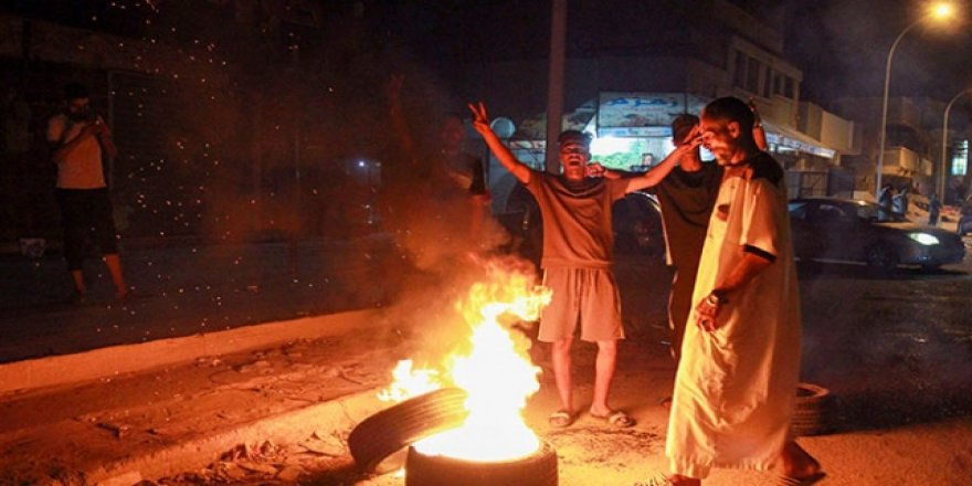 Hafter'e Bingazi darbesi: Halk sokaklarda