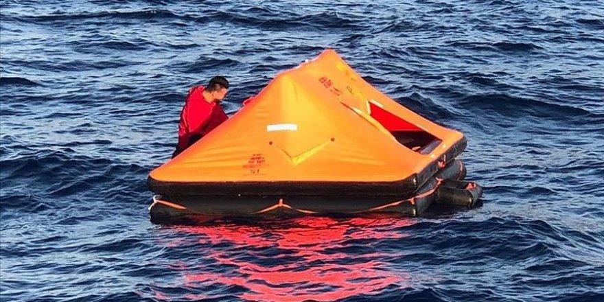 Muğla'da Türkiye kara sularına itilen 11 göçmen kurtarıldı