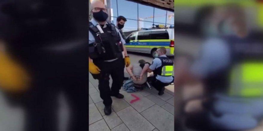 Alman polisi görme engelli kişiye şiddet uyguladı