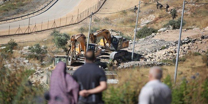 Siyonist İsrail 500'den fazla evi işyerini yıktı