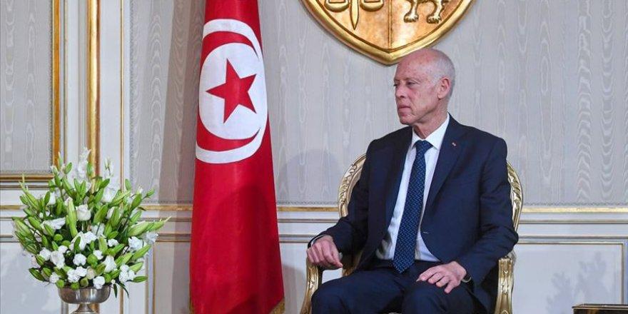 Tunus Cumhurbaşkanı'ndan eski rejim üyelerine engelleme