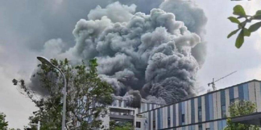 Çin'de Huawei laboratuvarında dev yangın