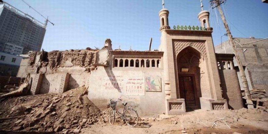 Çin Doğu Türkistan'da binlerce camiyi yıktı