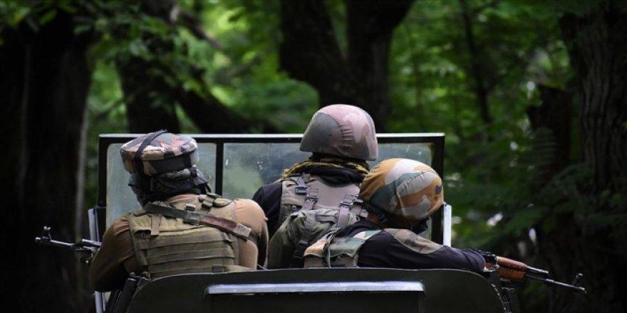 Keşmir'de Hindistan askerleri ateş açtı: 1 Pakistan askeri öldü