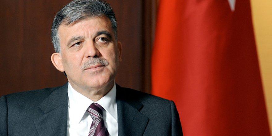 Abdullah Gül: Anayasa Mahkemesi kararına uymamak kaosa fırsat oluşturur