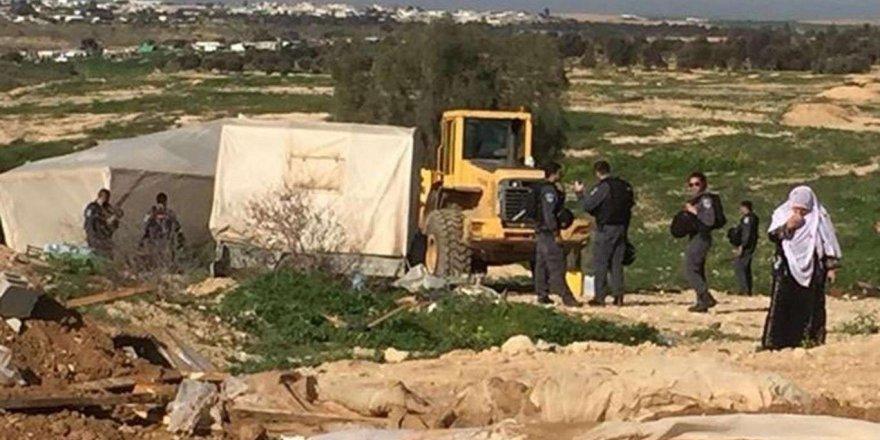 Siyonist işgal rejimi Filistinlilerin evlerini yıkmaya devam ediyor