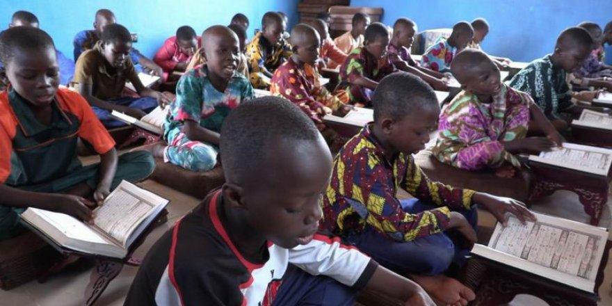 İHH'dan Burkina Faso'daki 60 hafıza destek
