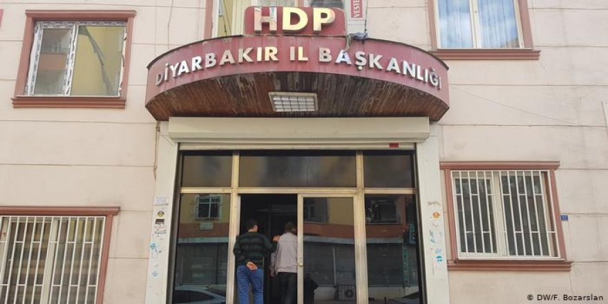 Diyarbakır'da HDP'li il ve ilçe başkanları gözaltına alındı