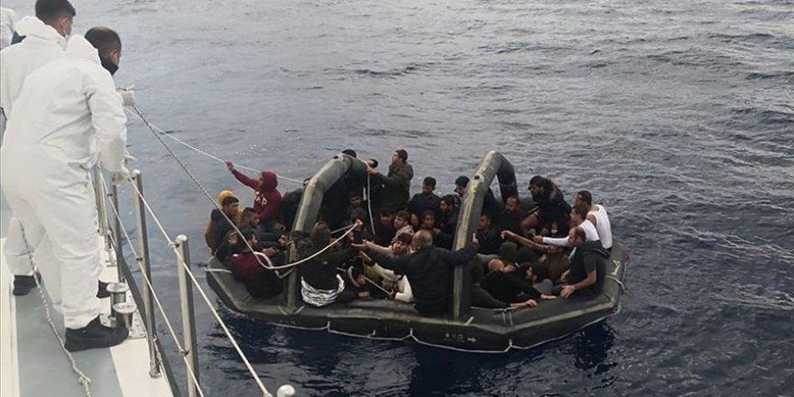 Muğla'da Türkiye kara sularına itilen 232 sığınmacı kurtarıldı