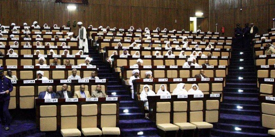 Sudan: İsrail'le normalleşme parlamentonun onayına bağlı