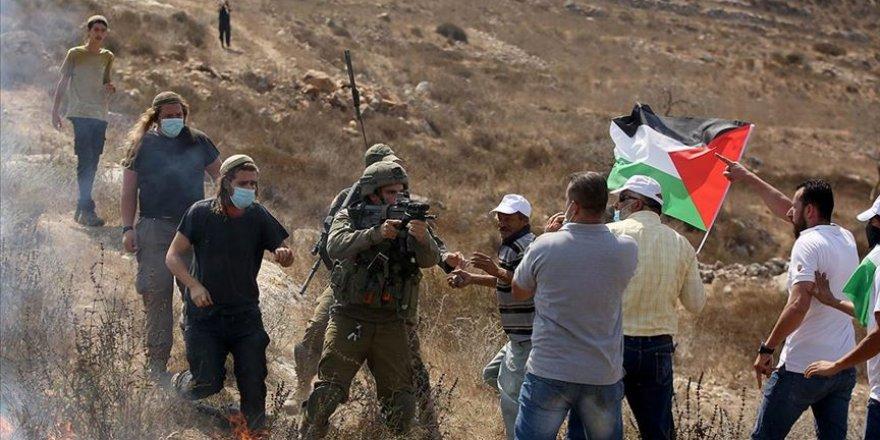 İşgalci İsrail polisi ve Siyonist yerleşimciler Batı Şeria'da 5 Filistinliyi yaraladı
