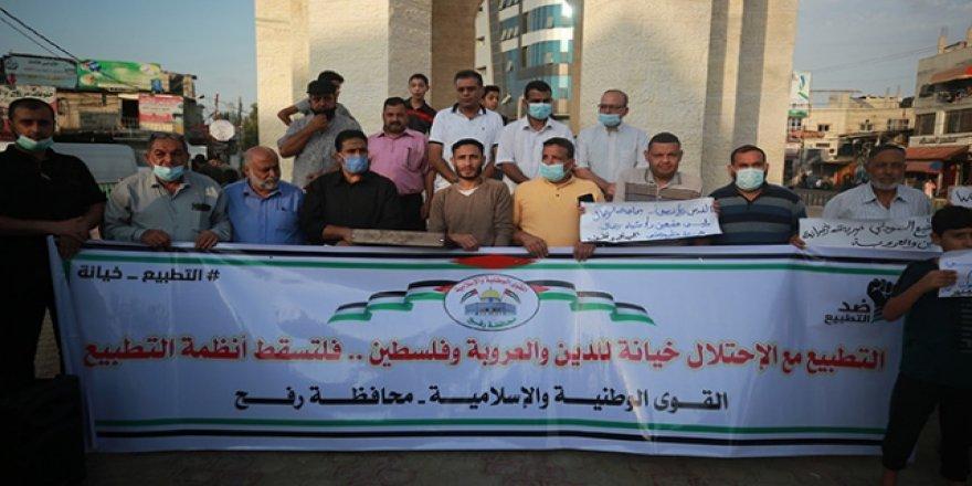 Sudan'ın İsrail ile ilişkilerini normalleştirmesi Gazze'de protesto edildi