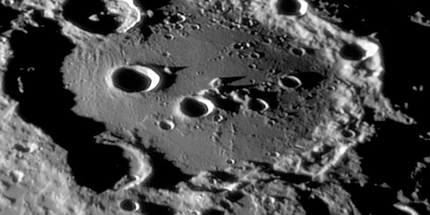 NASA: Ay'da su bulundu