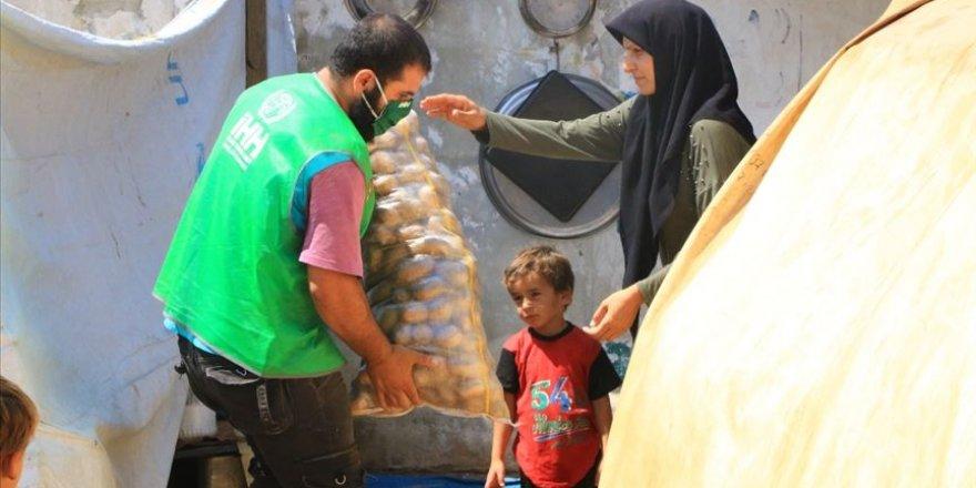 İHH İdlib ve Halep kırsalındaki ailelere 200 ton patates dağıttı