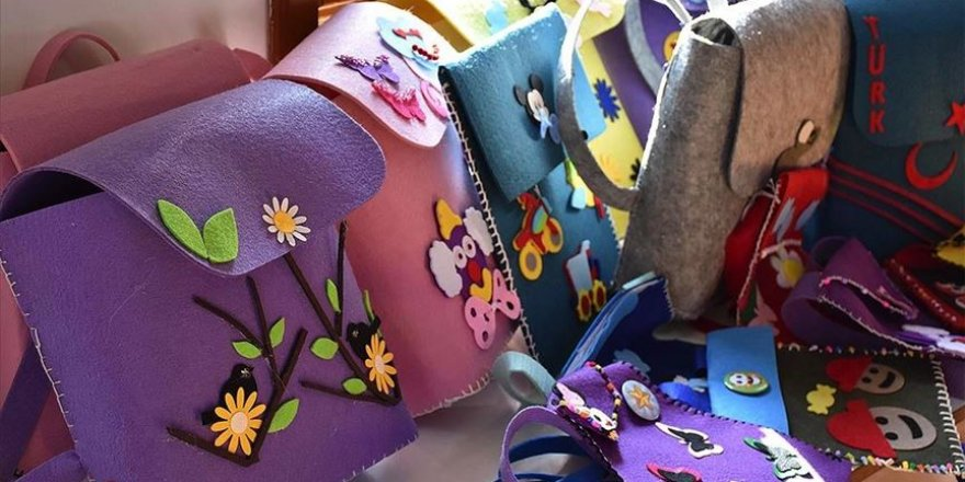 Gönüllülerin tasarladığı çantalar sığınmacı ailelerin çocuklarına hediye edilecek