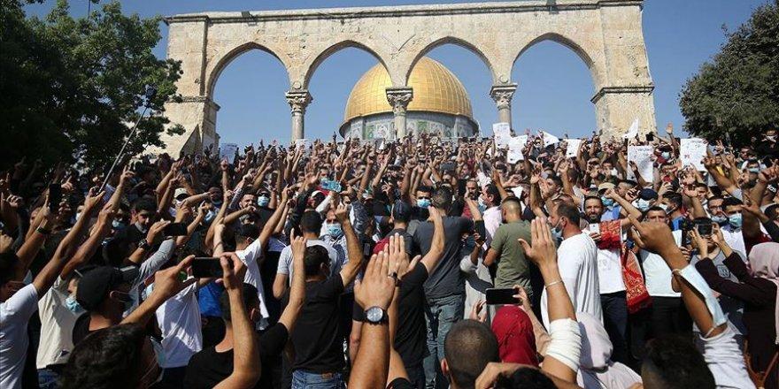 Macron'un İslam düşmanlığı Mescid-i Aksa'da protesto edildi