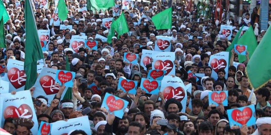 Afganistan'da Fransa'daki İslam karşıtı açıklamalar protesto edildi