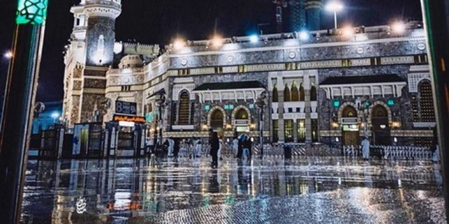 Mekke'de şiddetli yağış sonrası sel meydana geldi