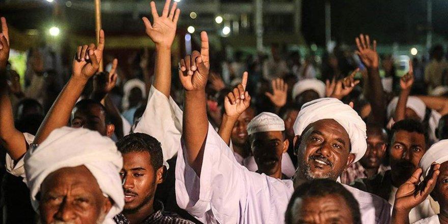 Sudanlı alimlerden Macron'a protesto