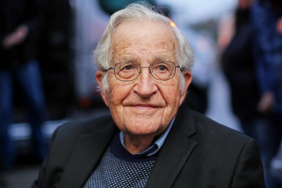 """Chomsky """"insanlık tarihindeki en kötü suçlu""""yu ilan ederken eksik sayıyor"""