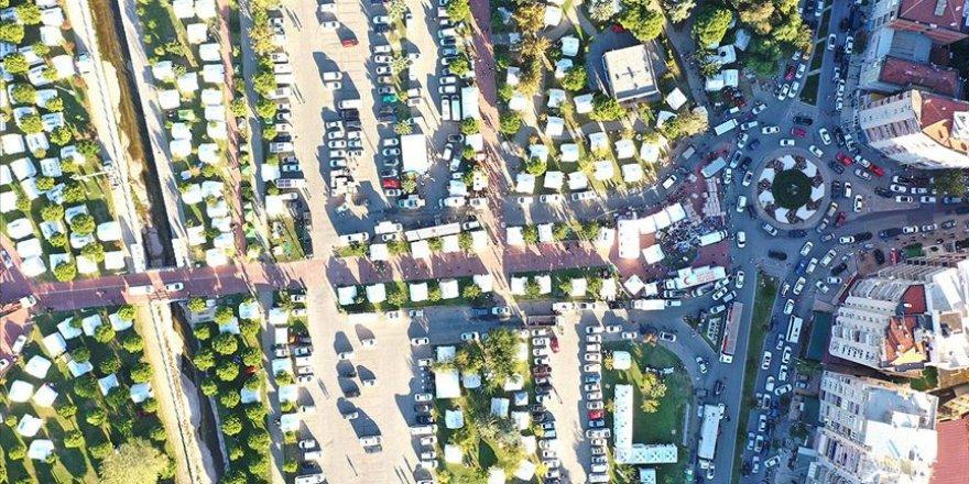 İzmir'de depremden etkilenenler için 3 bin 11 çadır kuruldu