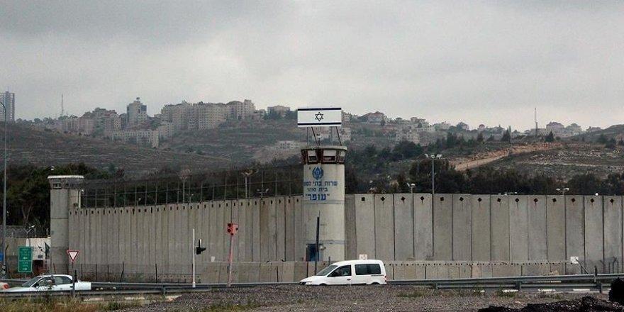 İsrail hapishanelerinde Kovid-19 tespit edilen Filistinli tutuklu sayısı 121'e yükseldi