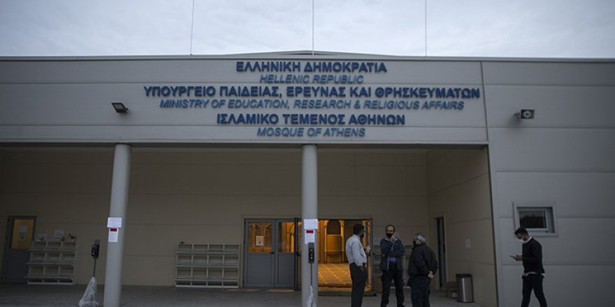 Atina Camisi'nde ilk cuma namazı kılındı