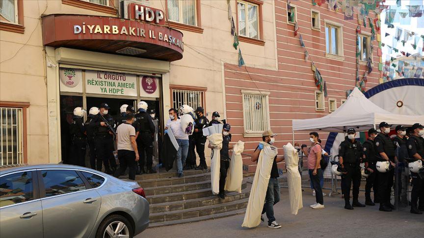 HDP binasında ele geçirilen ajandadan birçok saldırının faiilleri ve yakınlarının bilgileri çıktı