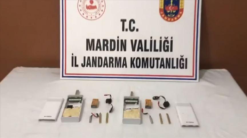 Türkiye'ye yasa dışı yollardan girerken yakalanan 2 kişinin üzerinde patlamaya hazır bomba düzeneği bulundu