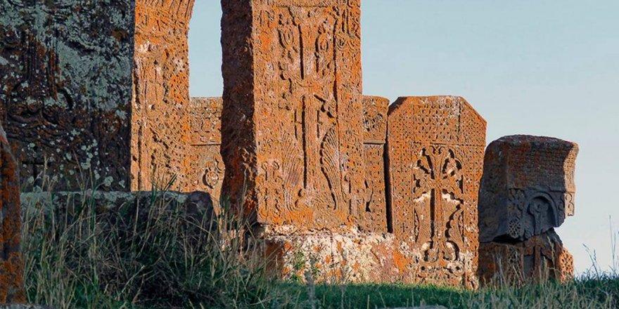"""Ermenistan Karabağ'ı kendi toprağı göstermek için """"Eski Ermeni Tarihi"""" üreten fabrika kurmuş!"""