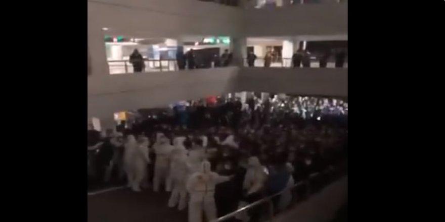 Şanghay Havalimanında koronavirüs paniği