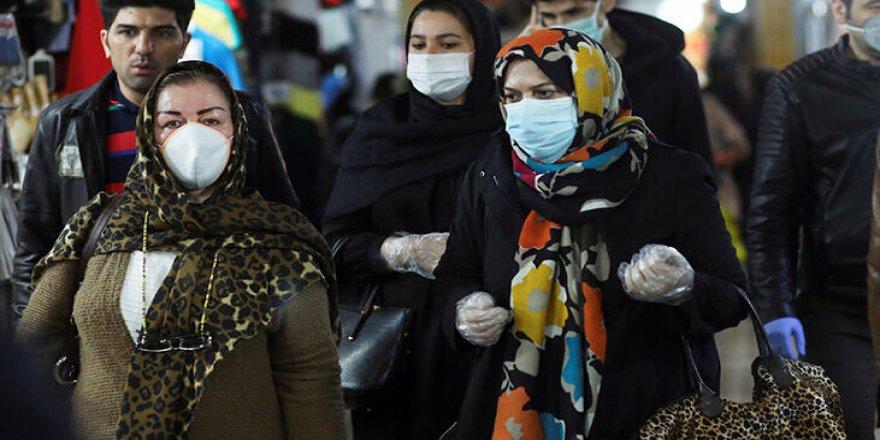 """İranlı ekonomistten """"orta sınıf yok oluyor"""" uyarısı"""