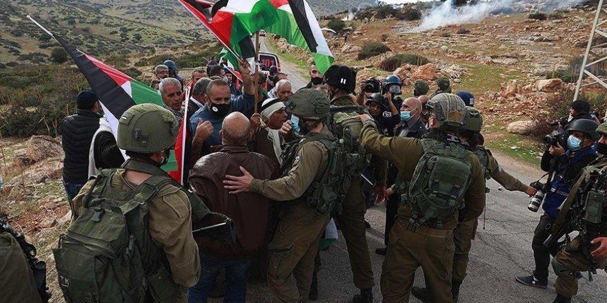 Filistin Kızılayı: İsrail askerleri ekiplerimize saldırılarını durdursun
