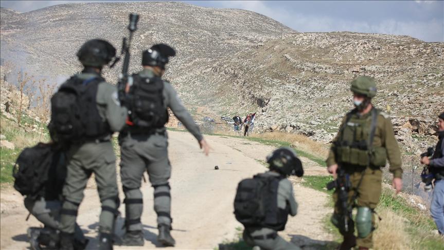 Filistinlileri gerçek mermi ile hedef alan İsrail askerleri