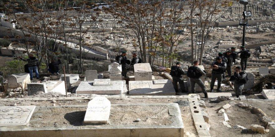 Siyonistler Filistinlilerin kabirlerine saldırıyor