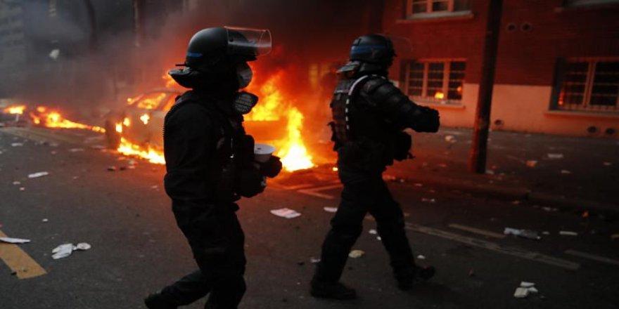 Fransa'da güvenlik yasa tasarısının protesto edildiği gösteride arbede
