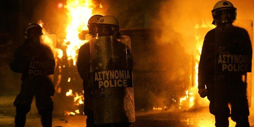 Atina'da karakola saldırı: 5 yaralı