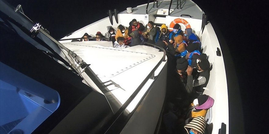 Türkiye kara sularına itilen 54 sığınmacı kurtarıldı