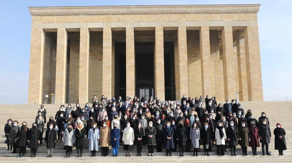 AK Partili kadınlar her şeye rağmen Anıtkabir ziyaretini aksatmıyor!