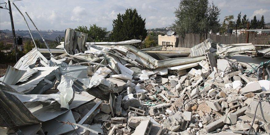 Siyonist İsrail, Filistinli ailelere evlerini kendi elleriyle yıktırdı
