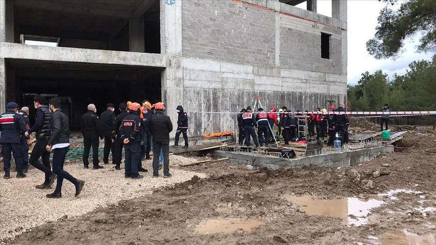 Foseptik temizliği esnasında pompanın egzozundan zehirlenen 8 işçiden 3'ü öldü