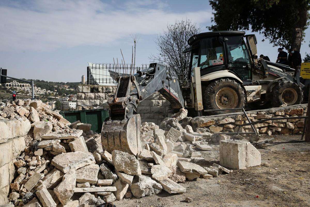 İsrail, Kudüs'teki Müslüman mezarlığının duvarını yıktı