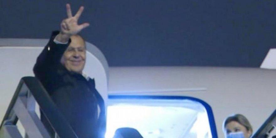 """Lavrov, Belgrad'dan ayrılırken """"Çetnik selamı"""" verdi"""