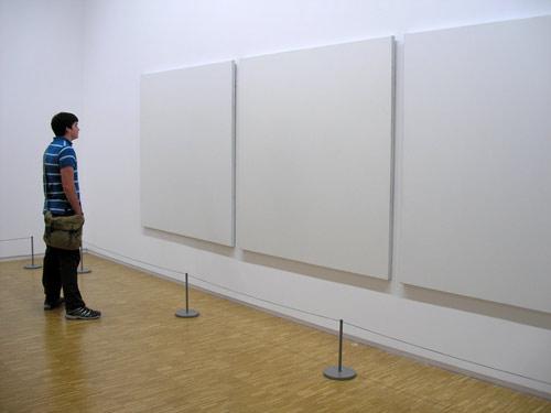 Modern sanat saçmalığı kutsalları hedef alıyor!