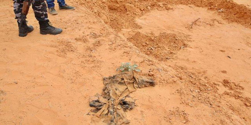 Libya'da Hafter güçlerinden kurtarılan bölgede yeni toplu mezarlar bulundu