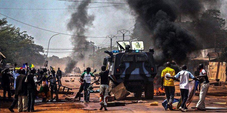 Orta Afrika Cumhuriyeti seçim öncesinde savaş alanına döndü