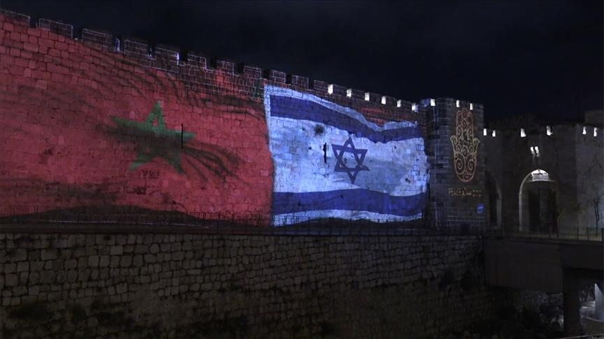 İsrail, Rabat yönetimiyle varılan anlaşmayı kutlamak için Kudüs'ün surlarına Fas bayrağını yansıttı