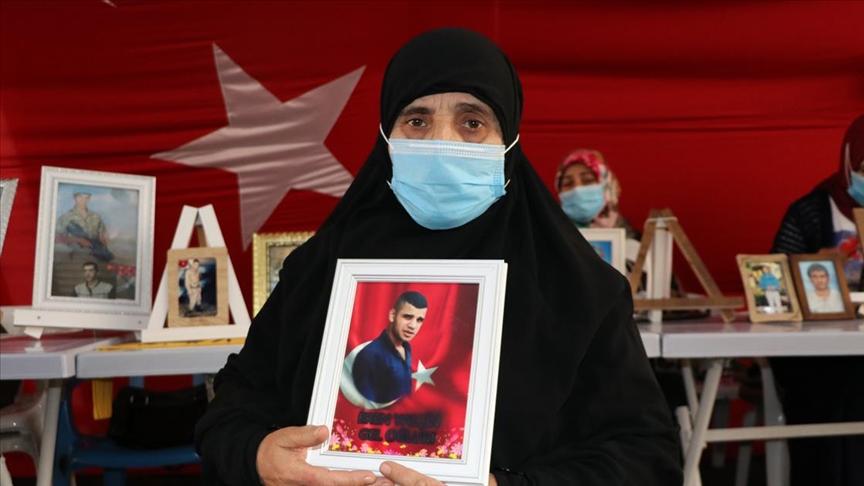 Diyarbakır annelerinden Fadime Aksu: Çocuğumu almadan gitmeyeceğim