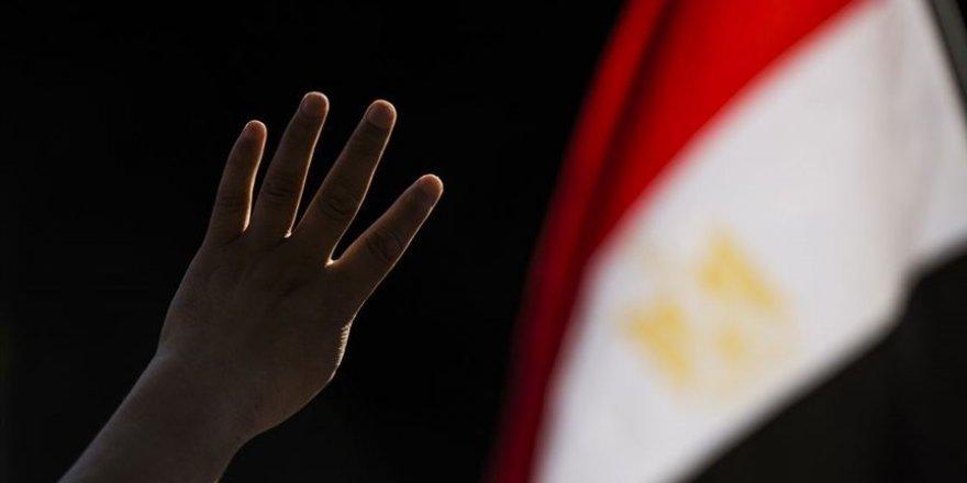 İhvan: Sisi yönetimi 25 Ocak devrimi yıl dönümü öncesinde gözaltı operasyonları yürütüyor