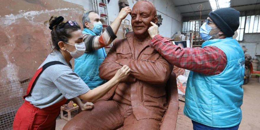 İzmir Özgür-Der'den Bekir Coşkun heykeli dikilmesine tepki